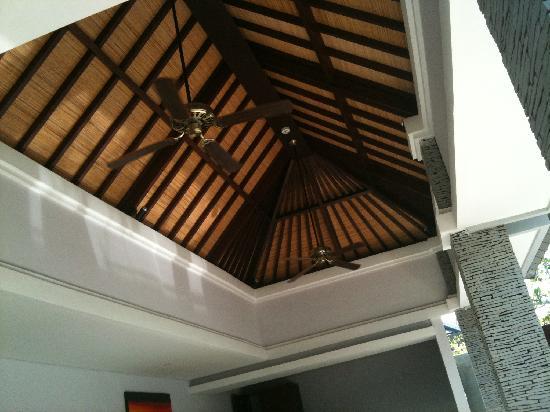 The Wolas Villas & Spa: living room ceiling fan