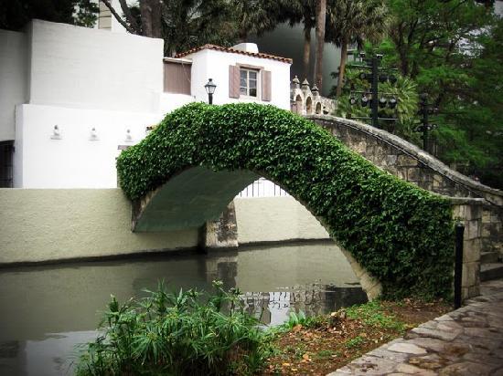 San Antonio, TX: Bridge near Arneson River Theatre