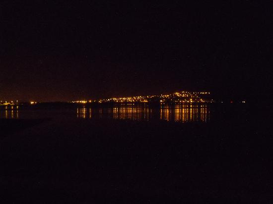 North Kessock Hotel: Looking across to Inverness at night from the fron of the hotel