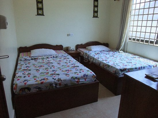 Mingalar Inn: Room 201 with A/C