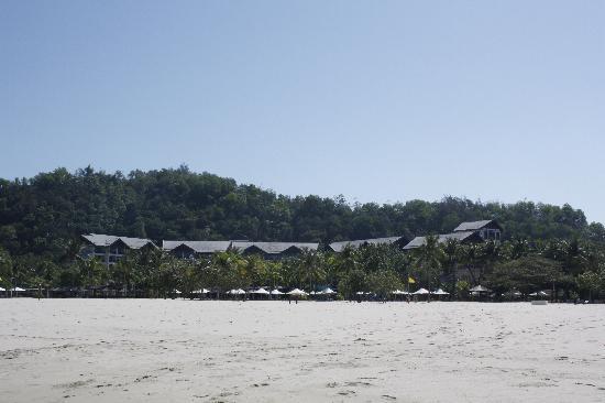 Shangri-La's Rasa Ria Resort & Spa: Hotel from the beach