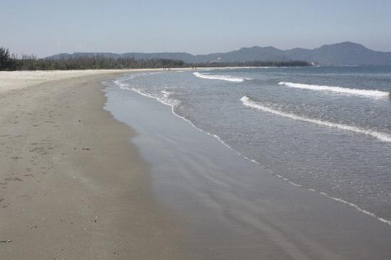 """Shangri-La's Rasa Ria Resort & Spa: The """"crowded"""" beach"""