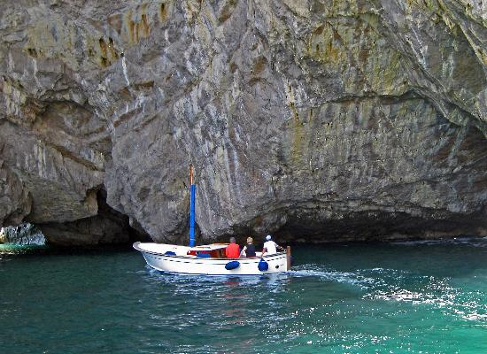 how to get to blue grotto from naples
