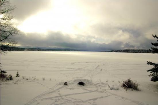 Rouyn-Noranda, Kanada: Le lac Vaudray, avec la patinoire