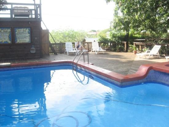 the pool and me studying for a change of pace la piscine et moi qui tudie c 39 est pour m. Black Bedroom Furniture Sets. Home Design Ideas