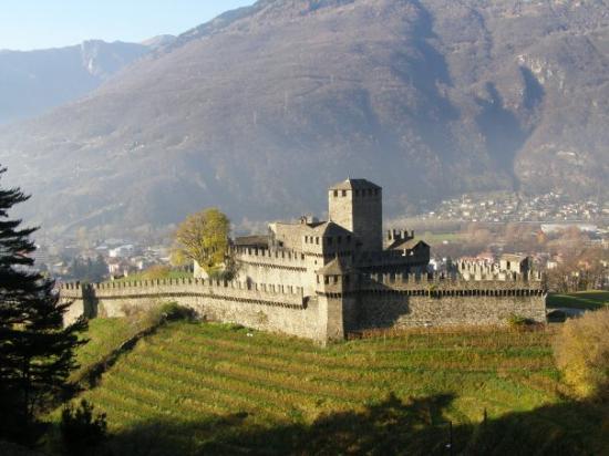 Bellinzona, Swiss: Montebello Castle