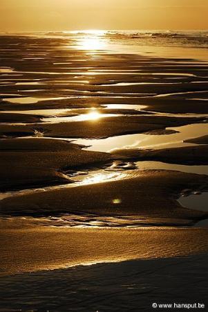 Aan het strand van Oostende, zong Louis Neefs...