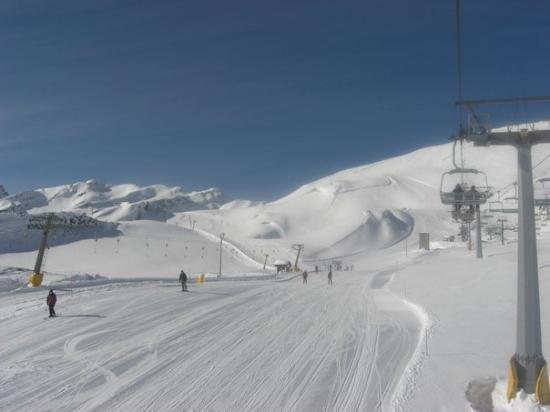 La Thuile, Italy: How many skiers in this photo???