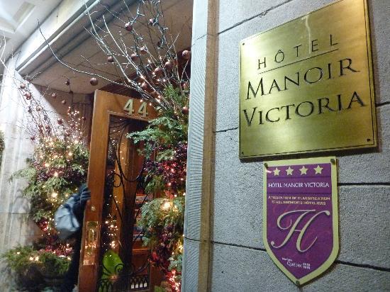 Hotel Manoir Victoria: Exterior of Hotel