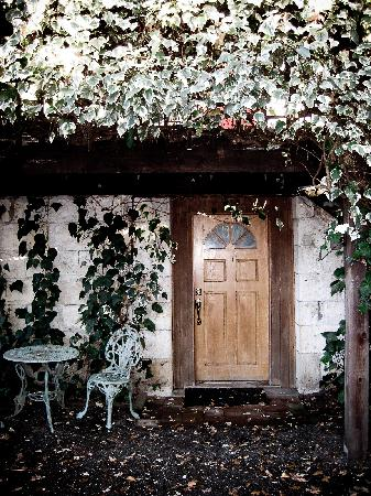 Shady Oaks Country Inn: Detached B&B
