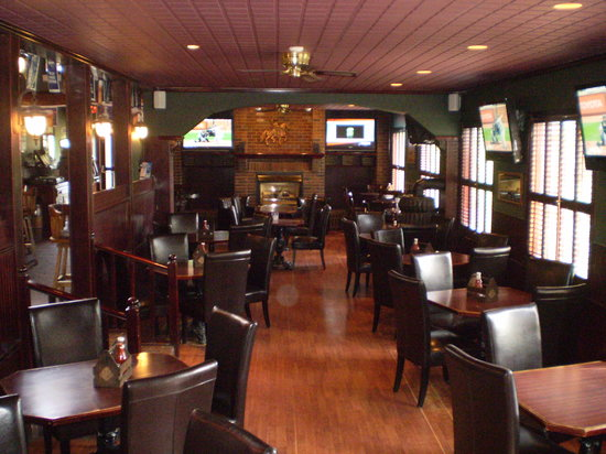 College Heights Neighbourhood Pub: Lots of Room!