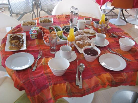 Coastal Cliffs Bed and Breakfast : This is just part of breakfast!