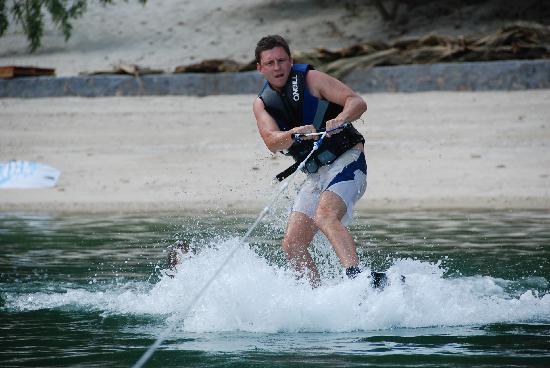 Castaway Island: Beach Activity