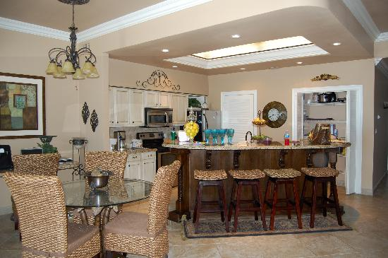 Suntide III Condominiums: Kitchen Area