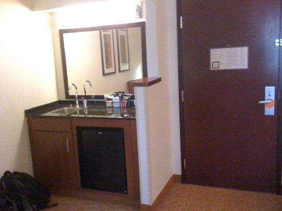 Hyatt Place Dublin/Pleasanton: Entry & Bar Area