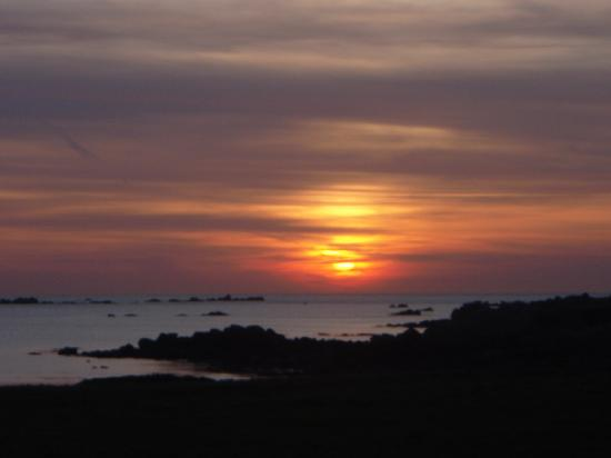 L'Eree Bay Hotel: Sunset from hotel car park