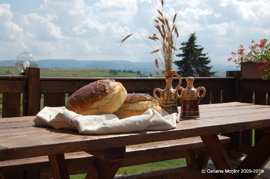 Cabana Motilor: Home made bread