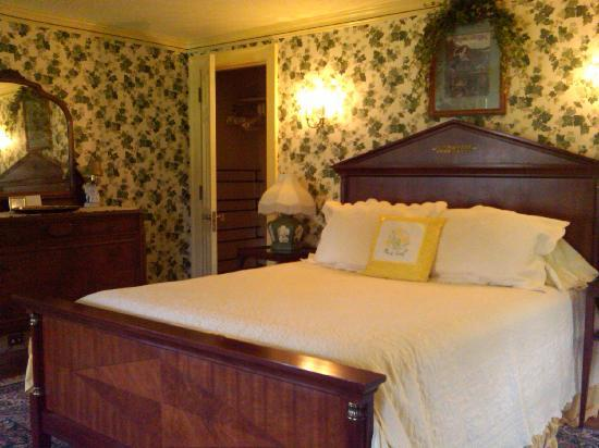 The Mansion Inn Bed and Breakfast: The Ivy Room