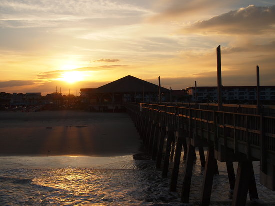 Isla de Tybee, GA: sunset at the pier