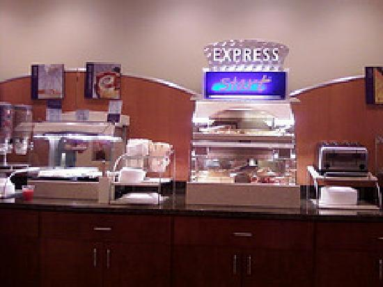 ‪‪Holiday Inn Express & Suites Spartanburg North‬: breakfast bar‬