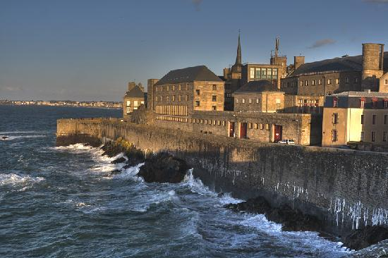 sunset at saint malo picture of saint malo ille et vilaine tripadvisor. Black Bedroom Furniture Sets. Home Design Ideas