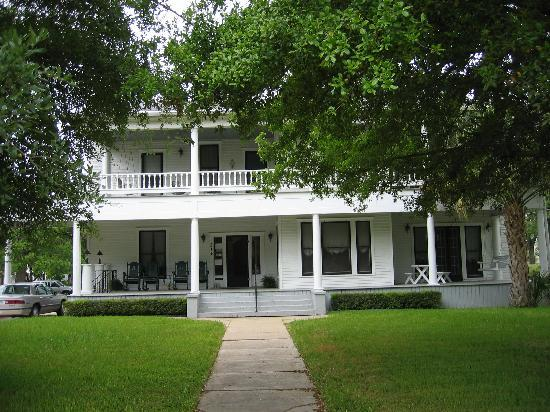 The Ainsworth House Inn: front of Francis Ainsworth House