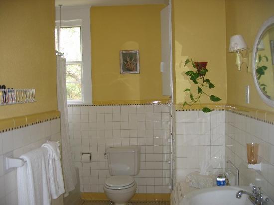 The Ainsworth House Inn: bathroom