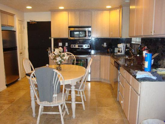 Treasure Mountain Inn Hotel and Conference Center: See what I mean about the kitchen?!