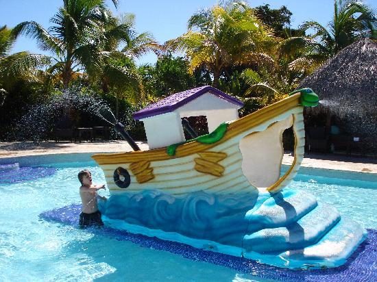 Paradisus Punta Cana Resort: great kids pool with various fun slides, located right beside the kids club in the Reserve
