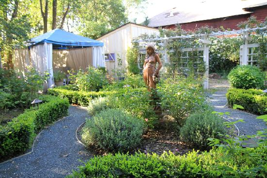 Lovely La Belle Epoque: Backyard Garden At The Le Petit Maison