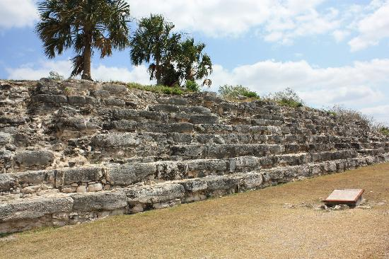Hacienda Hotel Santo Domingo : Mayan ruins in Izamal
