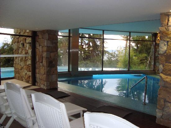 Design Suites Bariloche: parte interna da piscina