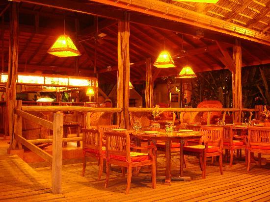 Villas Corcovado: Restaurant am Abend