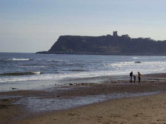Σκάρμπορο, UK: View of Scarborough Castle, North Bay