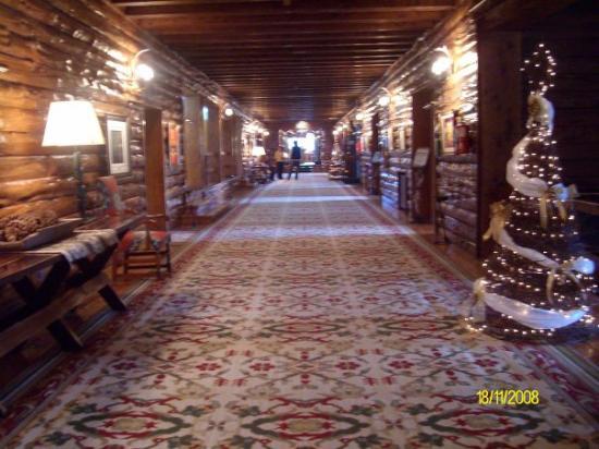 Llao Llao Hotel and Resort, Golf-Spa: El Llao Llao x dentro