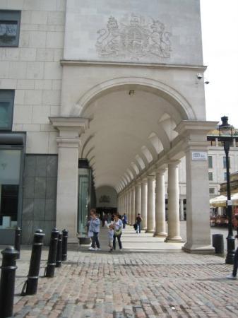 โรงละคร รอยัลโอเปร่า: Royal Opera House at Covent Garden - if I'd been und for another few days I could've caught the