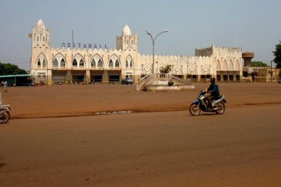 Bobo Dioulasso, Burkina Faso: Nope, apparently not a mosque but a train station.  The Sitarail sign and clock tower are a real