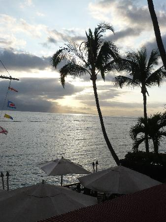 Wai Ola Vacation Paradise: Beautiful Sunset at KIMO's on FRONT STREET!!!  Great supper too!!!!