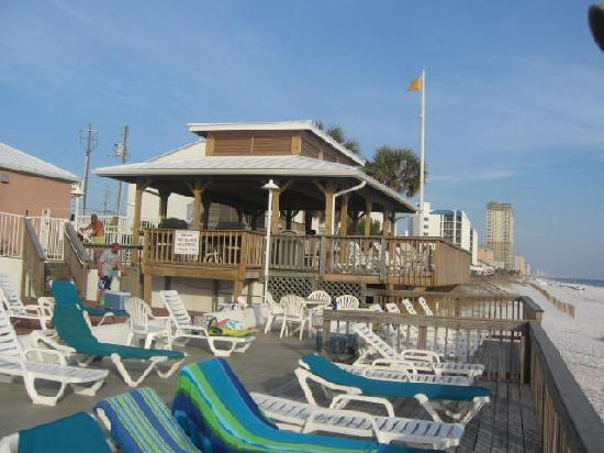 Palmetto Inn & Suites: shaded area and deck