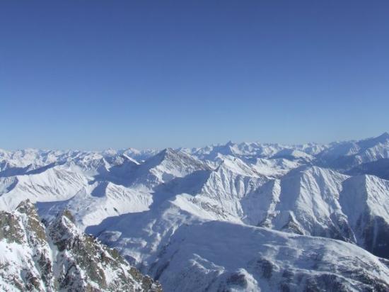 Courmayeur, Italy: 2009, sempre punta Helbronner, veduta delle Alpi...và che roba...