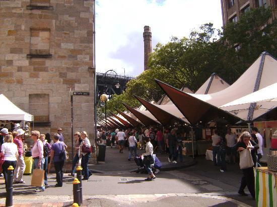 The Mercantile Hotel : View of the market  which is outside the Mercantile every Saturday and Sunday