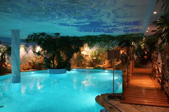 Luxury DolceVita Resort Preidlhof: piscina coperta