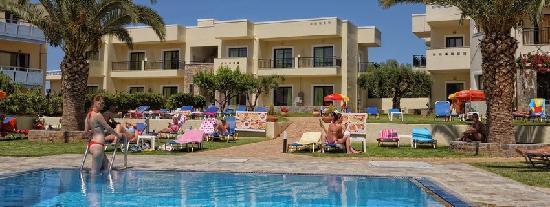 Kristalli Hotel Apartments : pool view