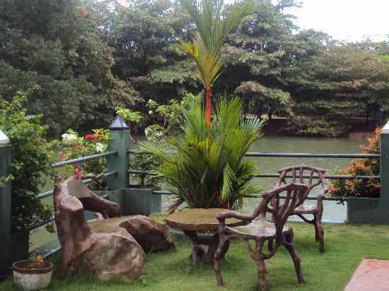 Wet Water Resort: Island