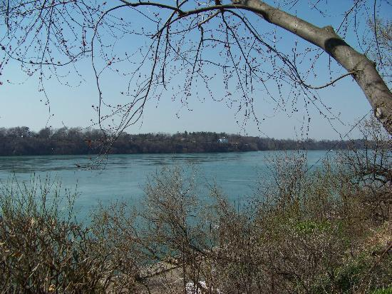 Riverside Motel: Overlooking the Niagara River Gorge