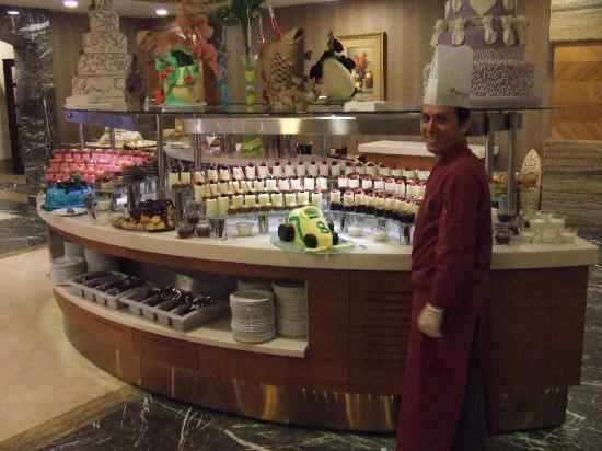 Royal Dragon Hotel : Once section of the Desserts in Main Restaurant