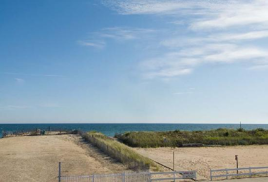 Misquamicut, RI: Oceanviews from Maria's Suites