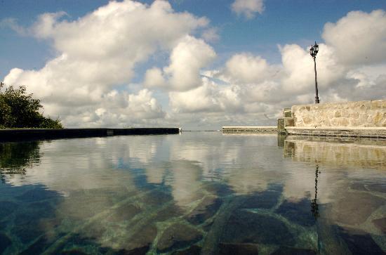 Hacienda Los Molinos Boutique Hotel: Sentiras que te bañas en el cielo en nuestra piscina y Jacuzzi
