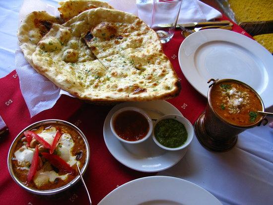 Ganesh Indian Restaurant: Curries and Garlic Naan