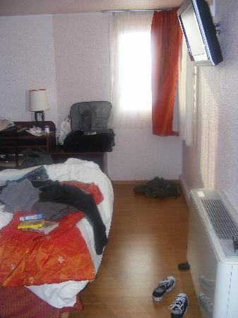 Comfort Hotel Cachan: The bedroom